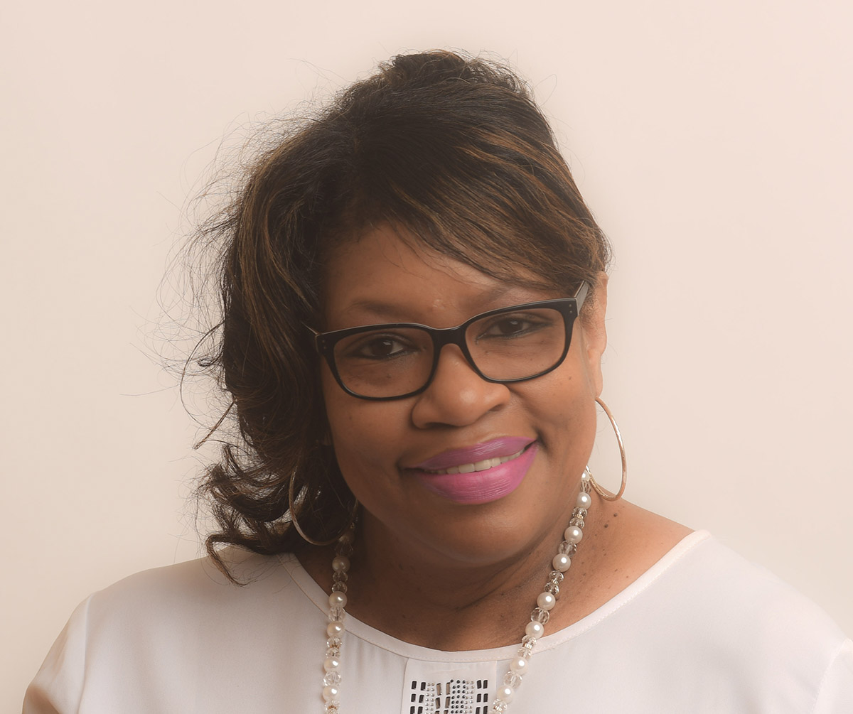 Barbara Reynolds : Customer Service
