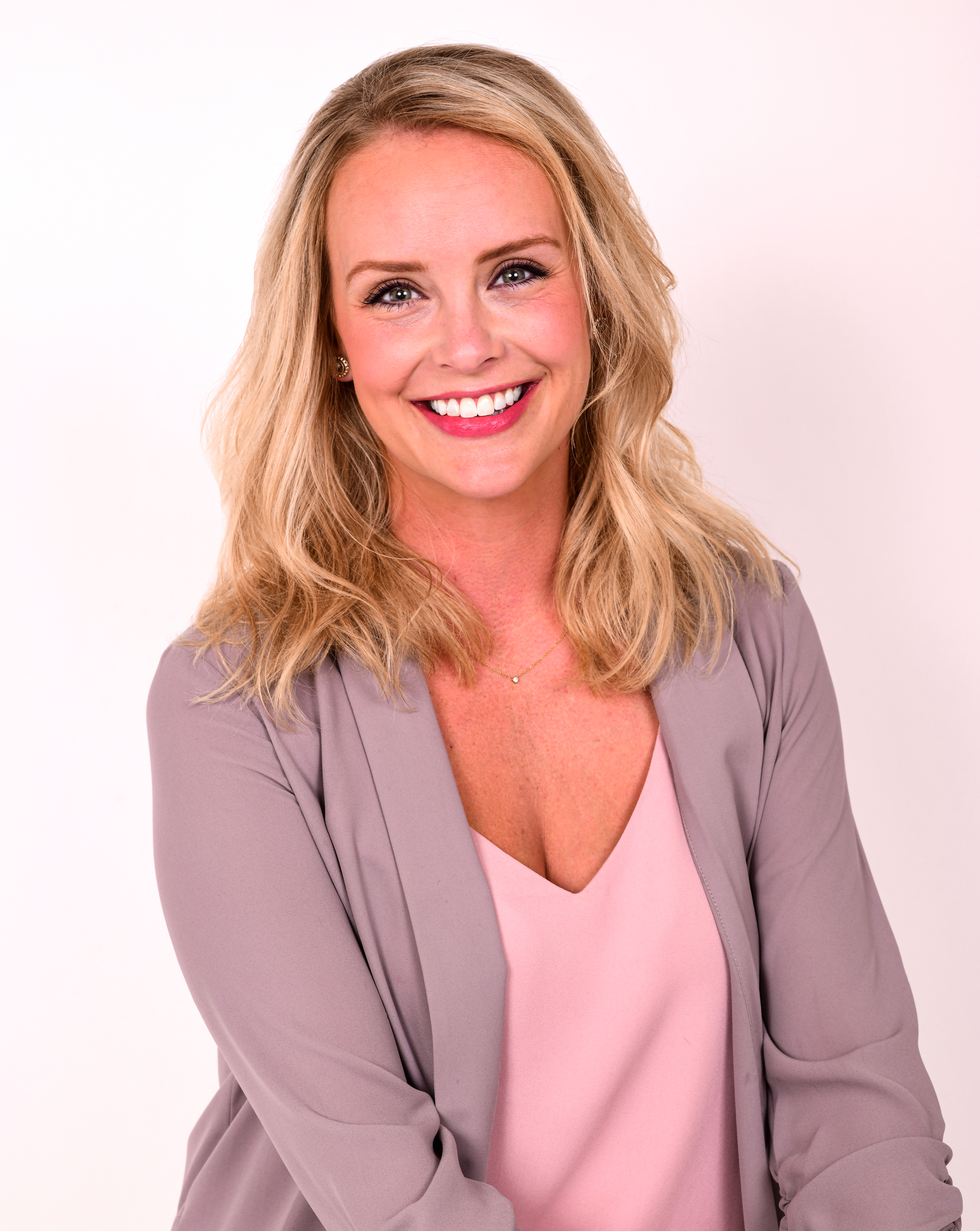 Amelia Miller : Account Executive